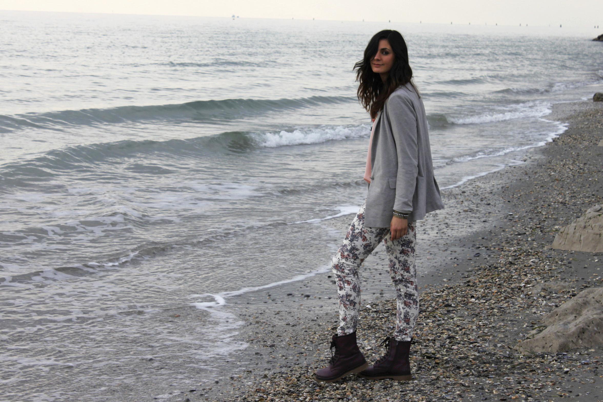 Outfit_greyjacket_print_pants2