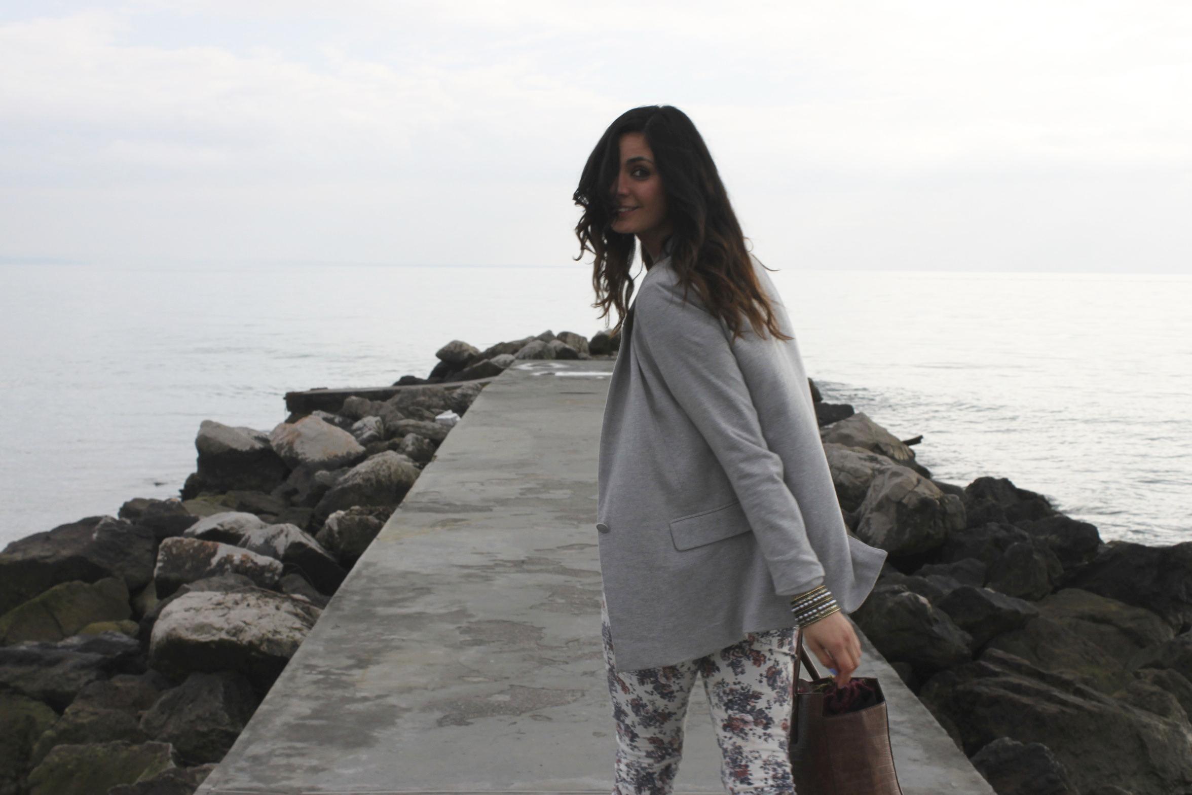 Outfit_greyjacket_print_pants4